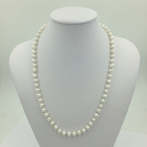 Sun1st March  11.15 - 13.15 Pearl & Bead  knotting class